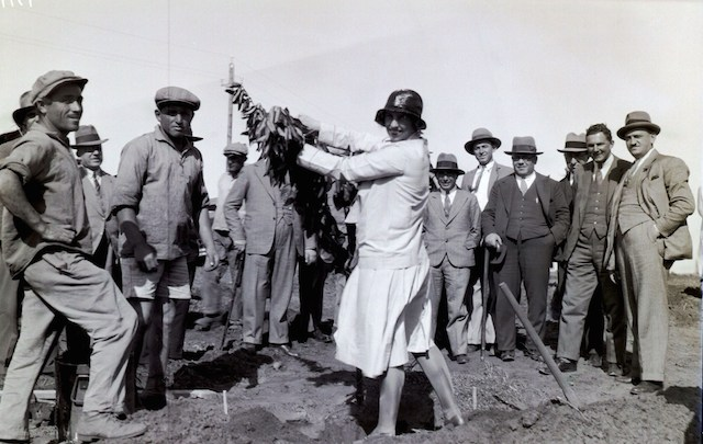 A group of dignitaries plants trees in the orchards of Tel Mond, circa 1930. (PikiWiki Israel)