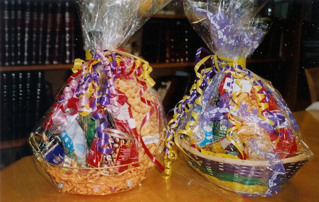 Mishloach Manot (Purim baskets). (Wikimedia Commons)