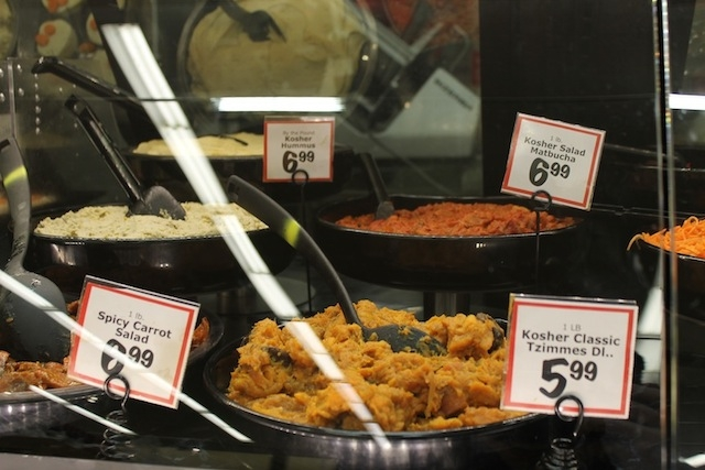 Kosher prepared foods on display at a Florida supermarket. (Uriel Heilman/JTA)
