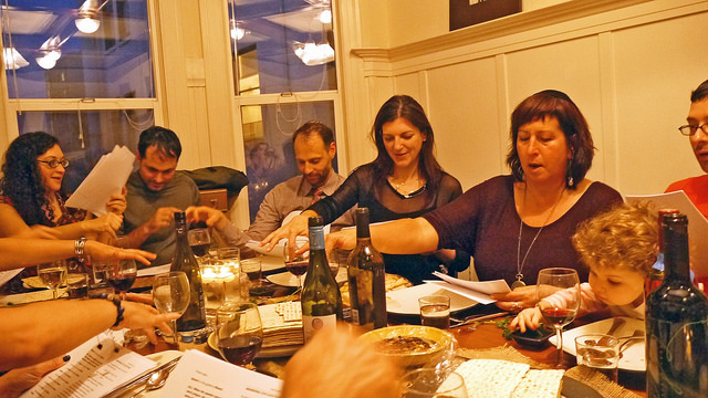 A lively Passover seder. (Sharona Gott/Flickr)