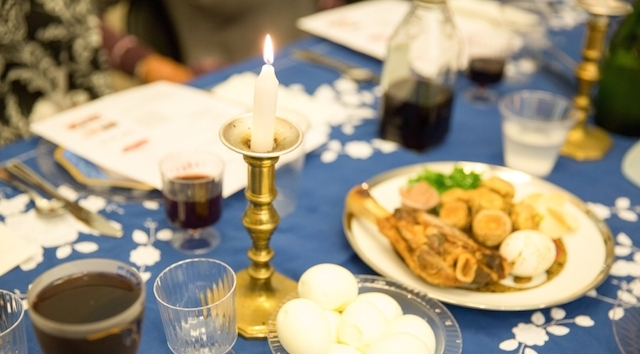 passover table seder