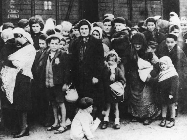 Jews arriving at Auschwitz in 1944. (German National Archive/Wikimedia Commons)