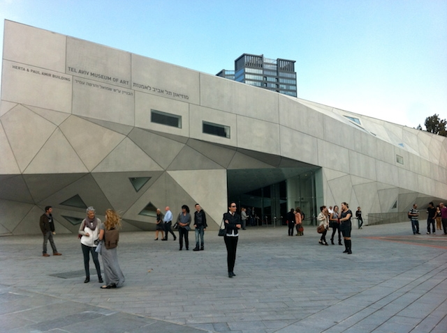 Outside the Tel Aviv Museum of Art, home to one of the world's largest collections of Israeli art. (PikiWiki Israel)