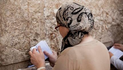 jewish woman praying