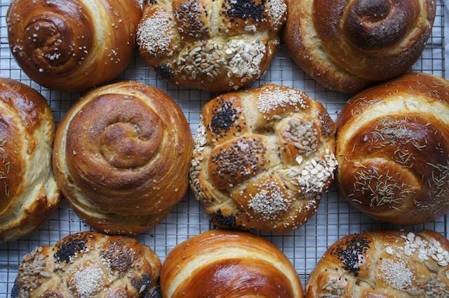 Rosh hashanah customs my jewish learning as with most jewish holidays food is the focus of home celebrations of rosh hashanah families and friends gather for extended meals which include m4hsunfo