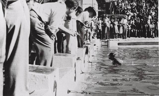 The swimming competition at the Maccabiah Games in Tel Aviv, 1933. (PikiWiki Israel)
