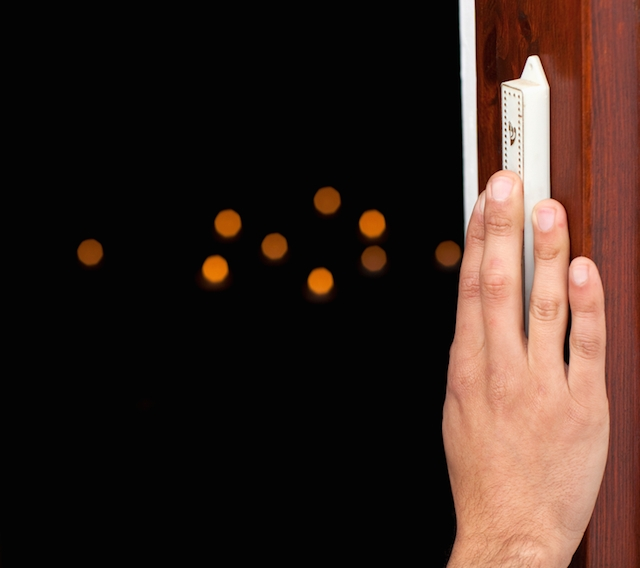 Why Jews Hang a Mezuzah on the Doorpost | My Jewish Learning