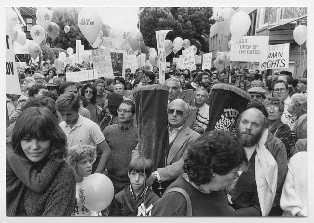 A Soviet Jewry movement rally in San Francisco on Simchat Torah in 1983. (Courtesy of the American Jewish Historical Society)