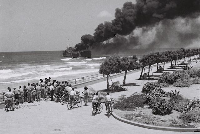 Shelled by Hagana, Etzel's Altalena ship burns off the Tel Aviv coast, June 22, 1948. (Wikimedia Commons)