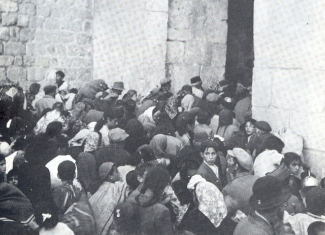 Jewish Quarter residents evacuating the Old City through the Zion Gate during May 1948. (Wikimedia Commons)