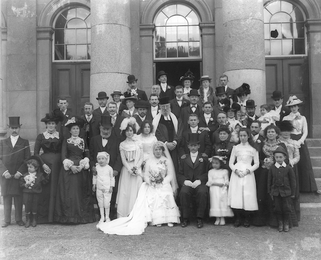 A Jewish wedding party outside Ireland's Waterford Courthouse in 1901. (Wikimedia Commons)