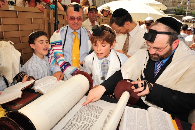 How The Bar Bat Mitzvah Child Pares In Service