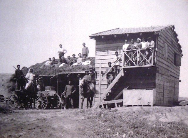 Kibbutz Degania's first building, 1910. (Wikimedia Commons)