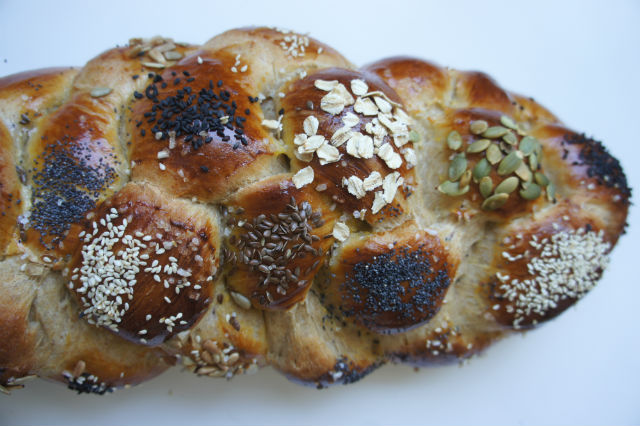 whole wheat challah decorated2