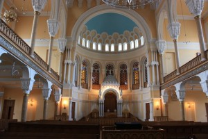 Grand_Choral_Synagogue,_St._Petersburg,_Russia,_main_hall