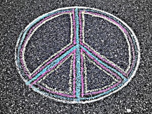 Peace_Sign_drawn_on_the_pavement