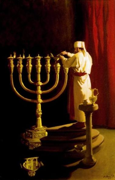 Priest_prepares_the_Menorah_2_2.jpg