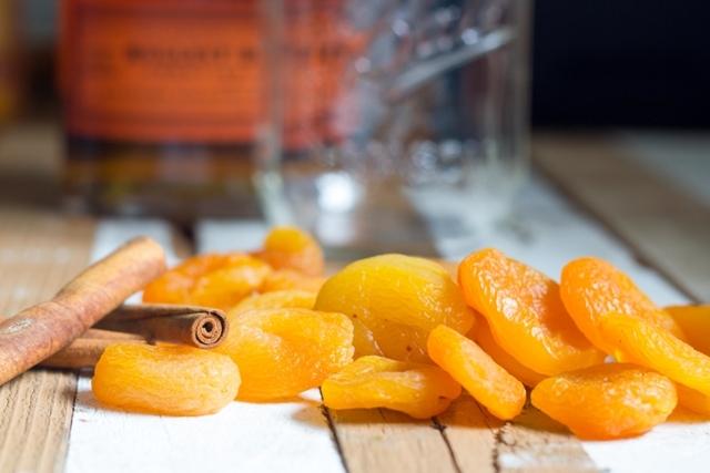 apricots & cinnamon