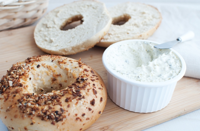 bagel w cream cheese