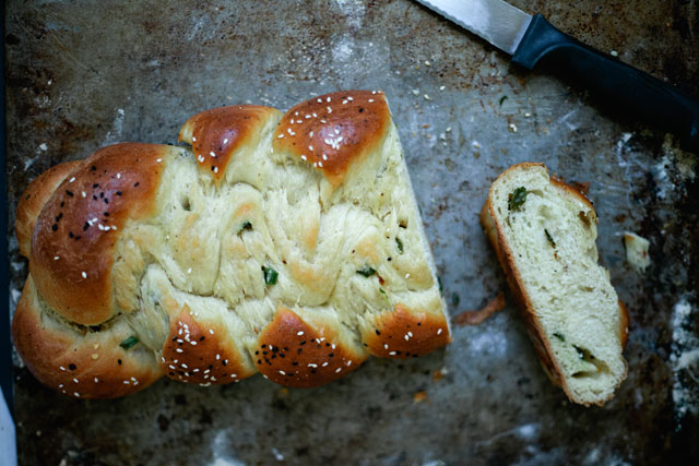 scallion-challah-cut