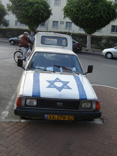 star_of_david_car.jpg