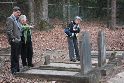 Stuart with members of the Columbus Jewish community at Esquiline Cemetery.