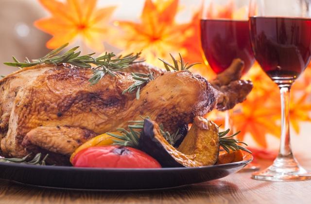thanksgiving wine and turkey