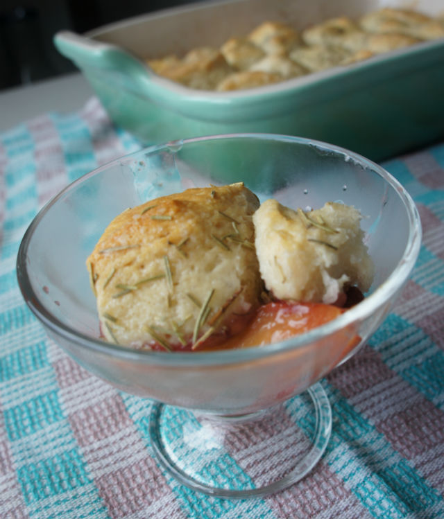 strawberry peach biscuit cobbler