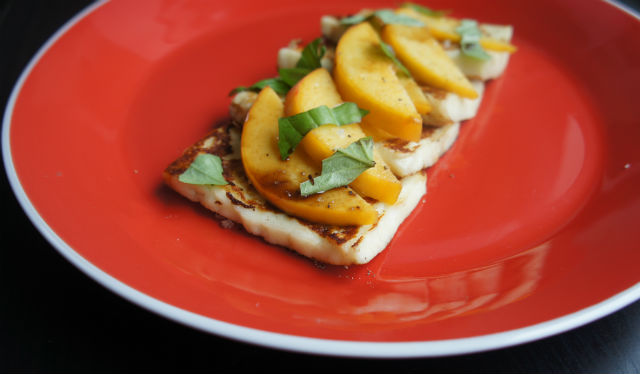 haloumi w peaches1