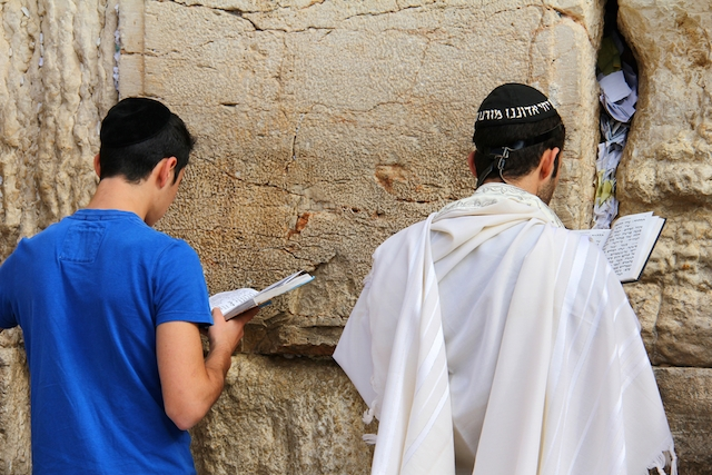 praying at kotel
