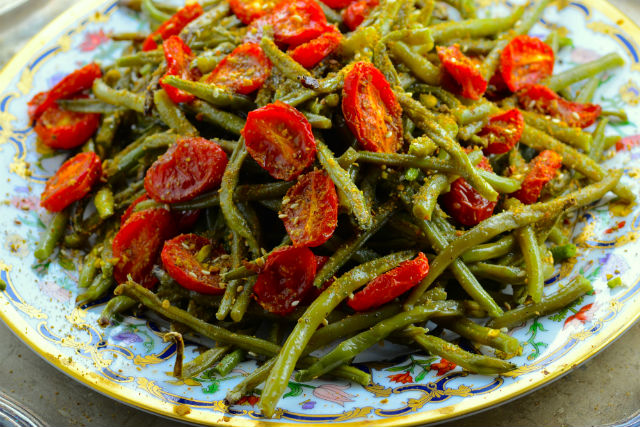 roasted green beans and tomatoes with Dukkah main