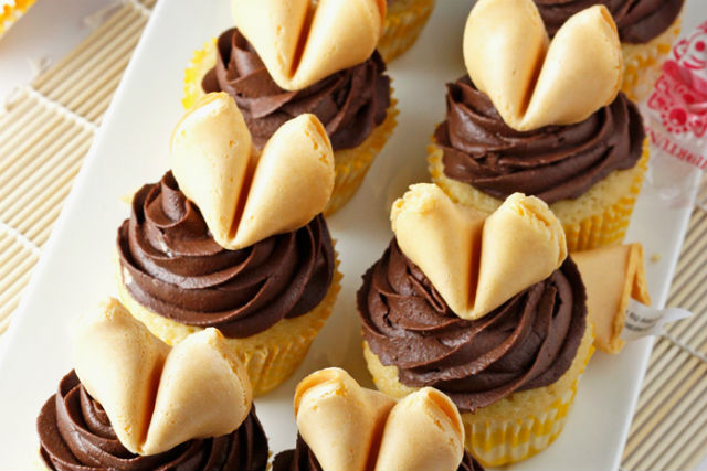 fortune cookie cupcakes main