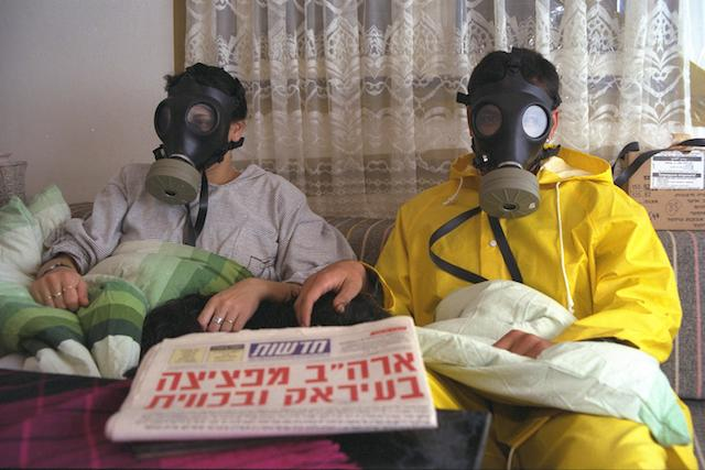 Flickr_-_Government_Press_Office_(GPO)_-_An_Israeli_family_in_its_sealed_room