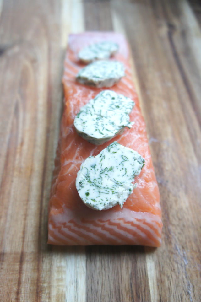 Baked salmon with herb butter vert