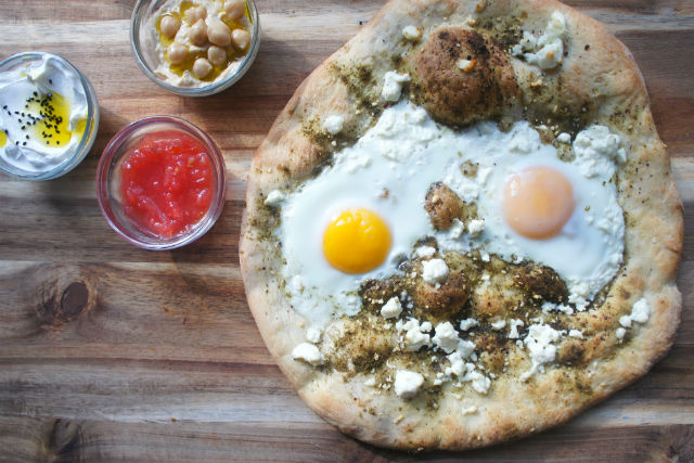 Israeli breakfast pizza main