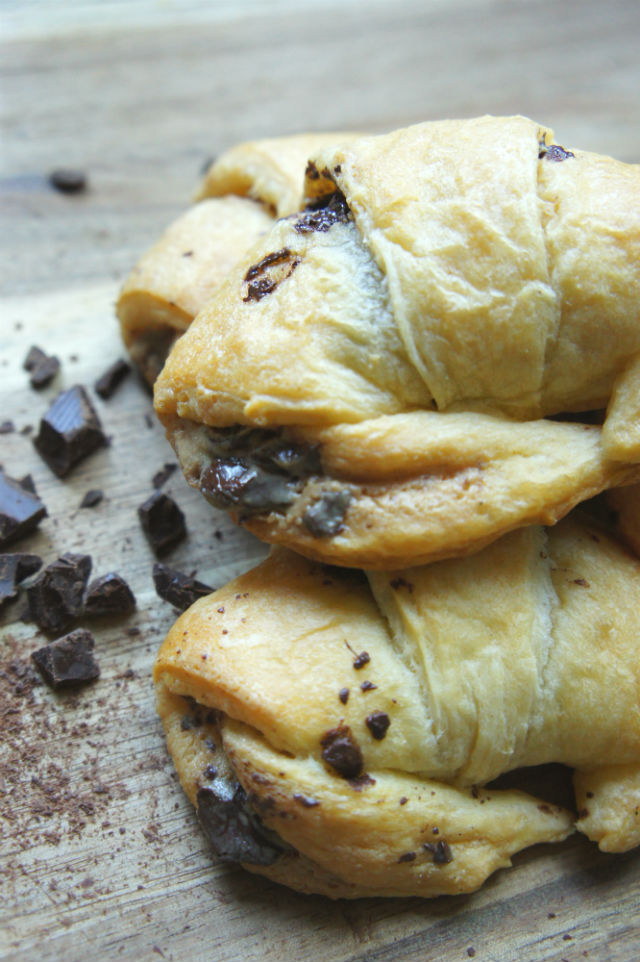 tahini chocolate croissant vert