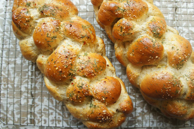 dill pickle challah1