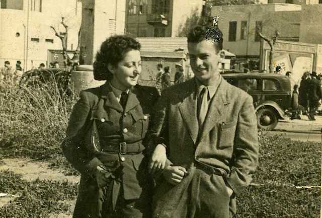 Hannah Senesh with her brother in Tel Aviv circa 1944. (PikiWiki Israel)