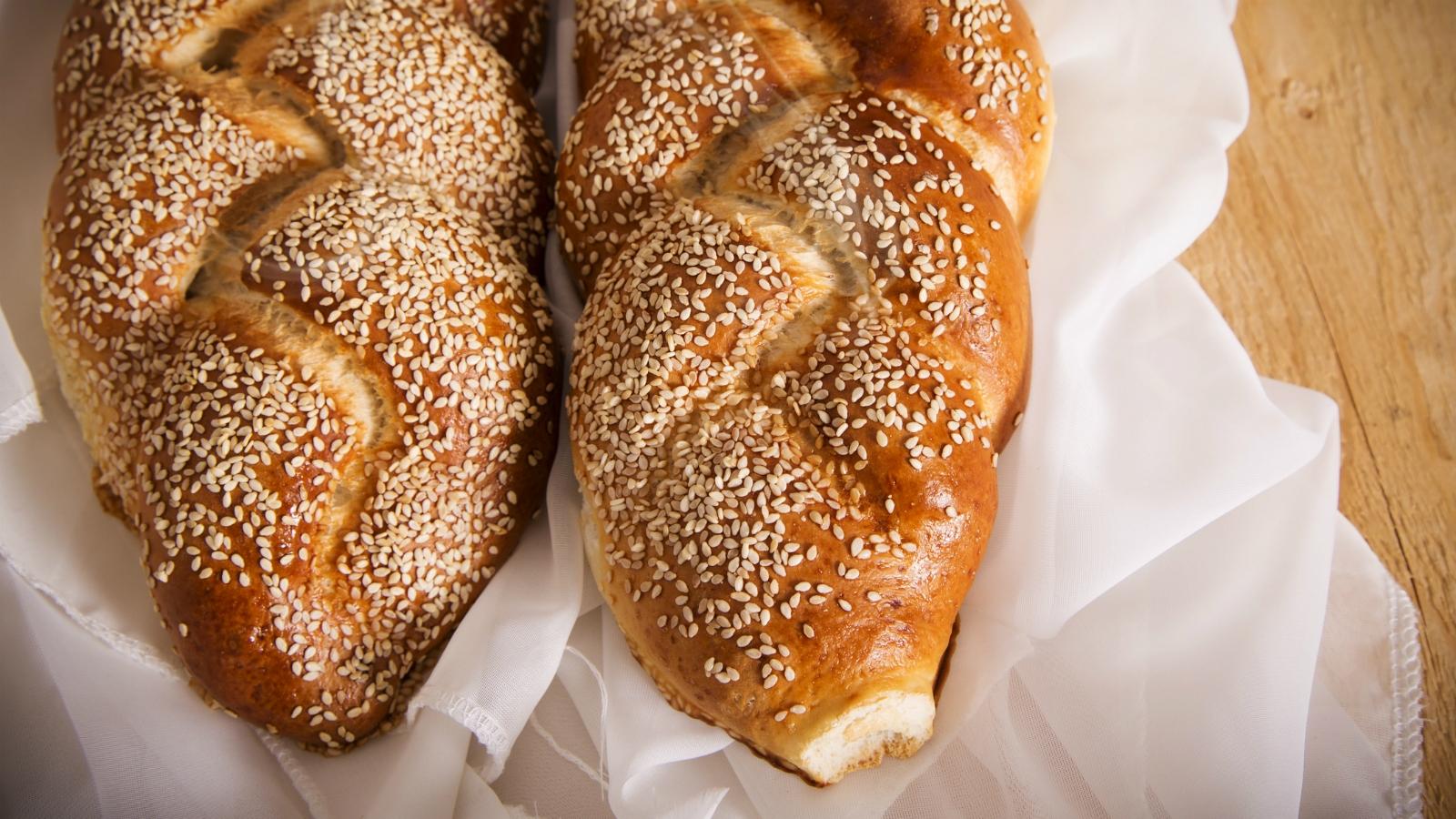 Why Do Jews Eat Challah On Shabbat The Nosher