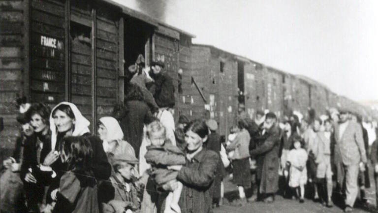 the important events during the holocaust at the treblinka extermination camp 26 holocaust facts: 250,000 jews were sent from the warsaw ghetto to their deaths at the treblinka extermination camp of daily life during the holocaust.