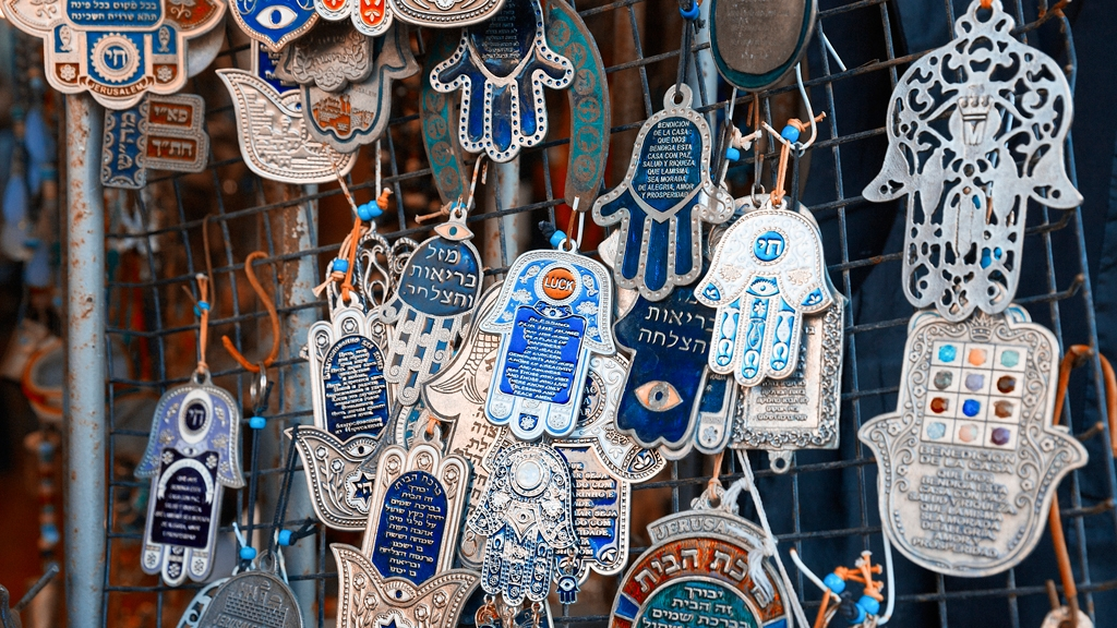 What is a hamsa my jewish learning it would not be unusual for an islamic symbol to find its way into sephardic jewish culture which flourished alongside islam however amulets are somewhat aloadofball